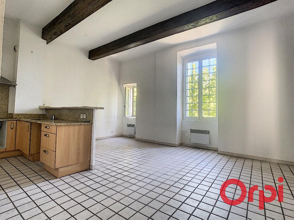 Appartement à louer 3 65.33m2 à La Fare-les-Oliviers vignette-3