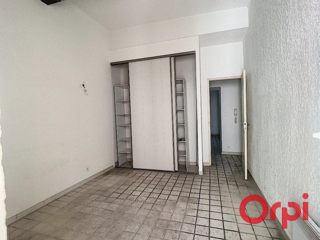 Appartement à louer 3 65.33m2 à La Fare-les-Oliviers vignette-7