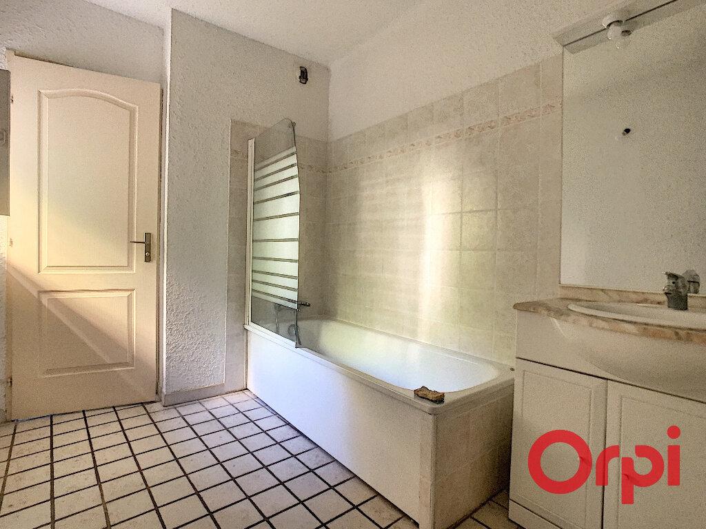 Appartement à louer 3 65.33m2 à La Fare-les-Oliviers vignette-12