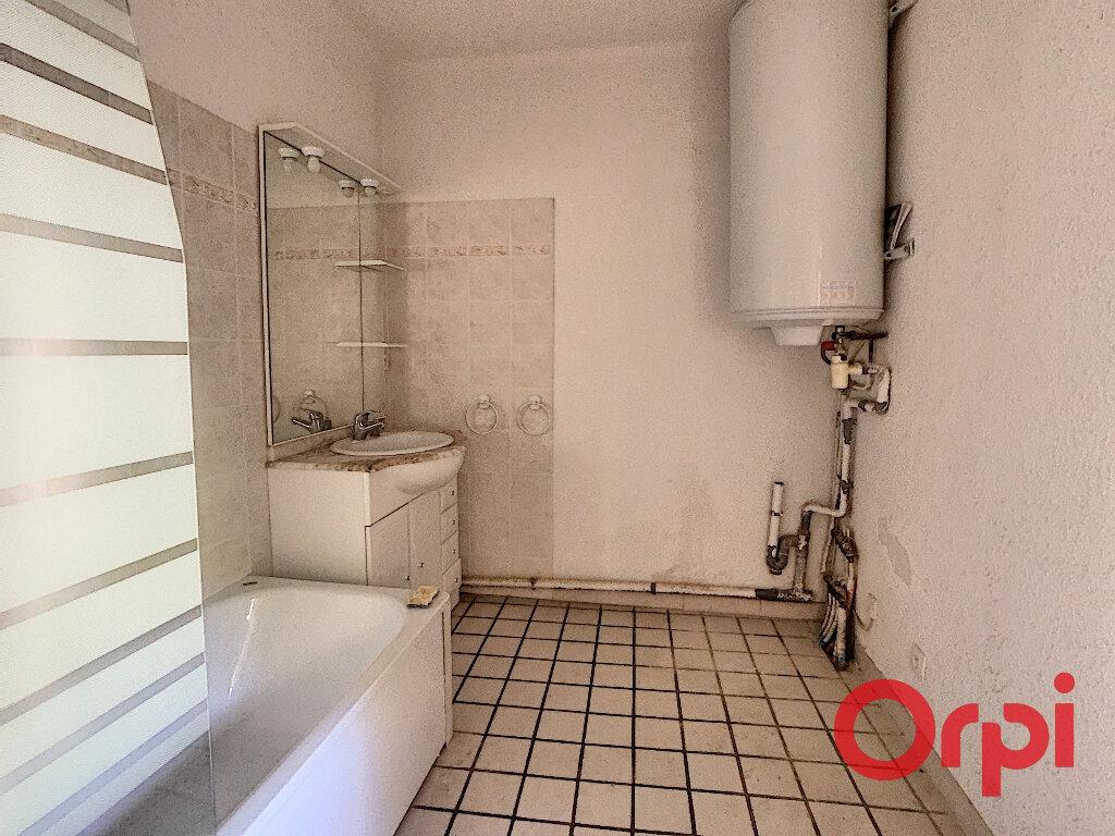 Appartement à louer 3 65.33m2 à La Fare-les-Oliviers vignette-13