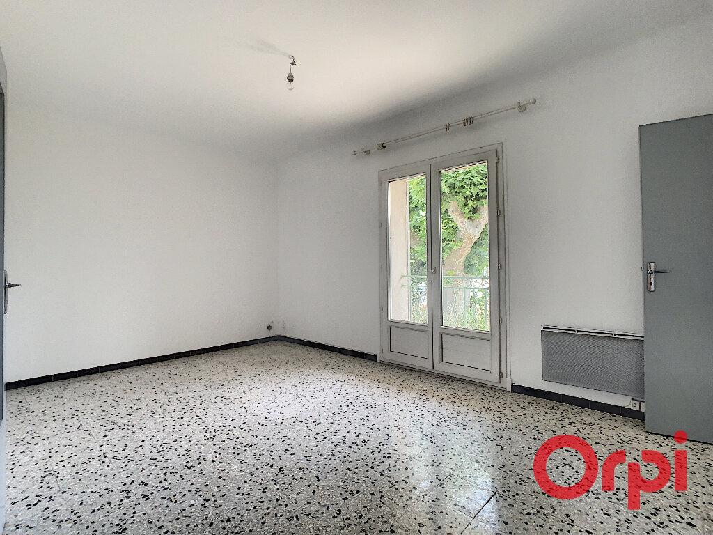 Appartement à louer 3 60.43m2 à Salon-de-Provence vignette-3