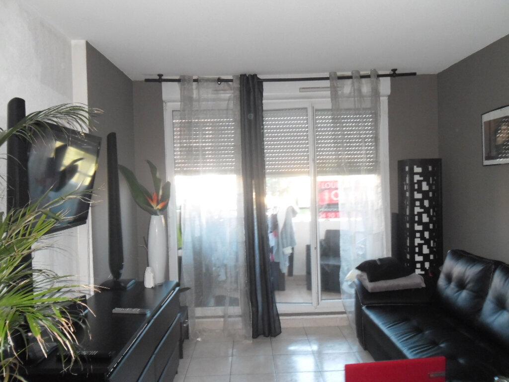Appartement à louer 2 38.53m2 à Istres vignette-1