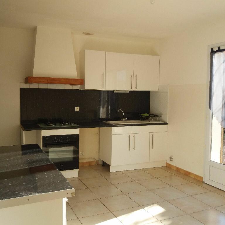Maison à louer 4 95.47m2 à Saint-Martin-de-Crau vignette-3