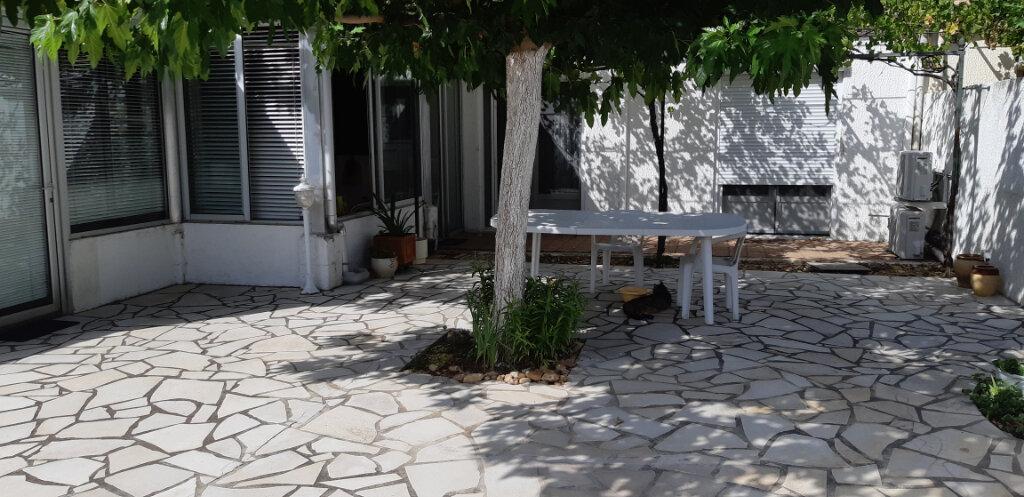 Maison à vendre 5 112m2 à Saint-Martin-de-Crau vignette-1