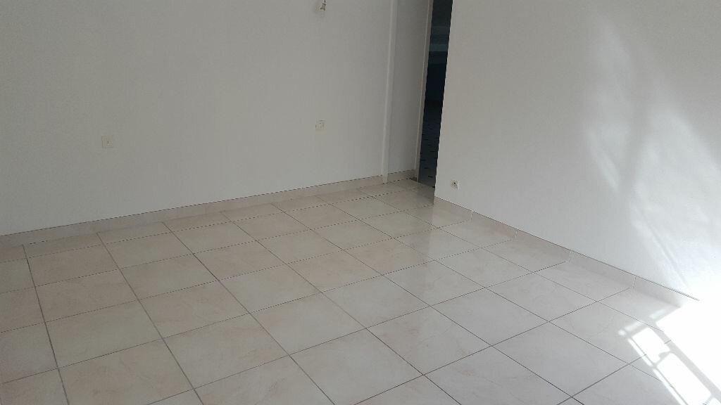 Appartement à louer 2 64.93m2 à Saint-Mitre-les-Remparts vignette-4