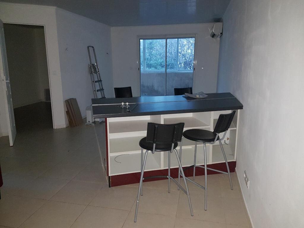 Appartement à louer 2 44m2 à Istres vignette-2