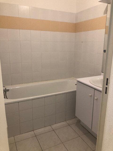 Appartement à louer 2 56.18m2 à Miramas vignette-6