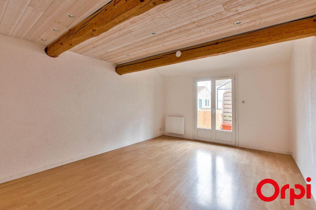 Maison à louer 4 122m2 à Eyguières vignette-4