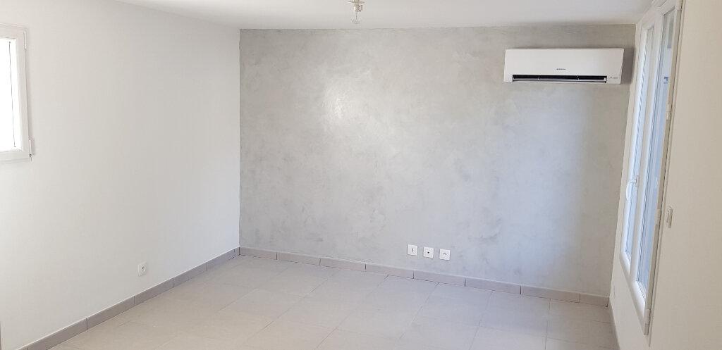 Appartement à vendre 1 20.47m2 à Saint-Mitre-les-Remparts vignette-1