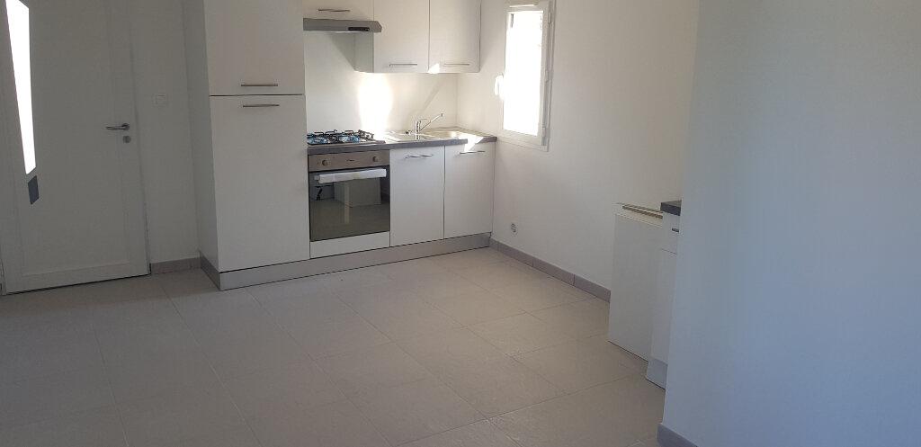 Appartement à vendre 1 21.69m2 à Saint-Mitre-les-Remparts vignette-2