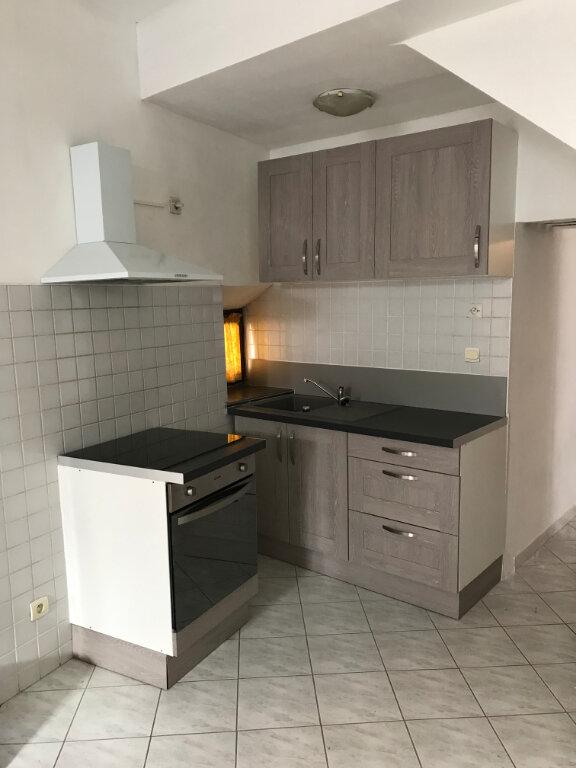 Appartement à louer 3 61.4m2 à Salon-de-Provence vignette-6