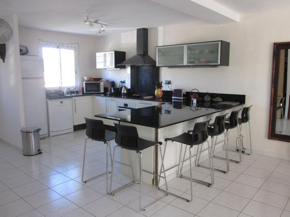 Maison à louer 5 112.25m2 à Istres vignette-4