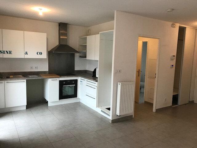 Maison à louer 3 60.91m2 à Saint-Martin-de-Crau vignette-3