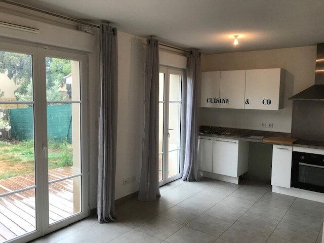 Maison à louer 3 60.91m2 à Saint-Martin-de-Crau vignette-4