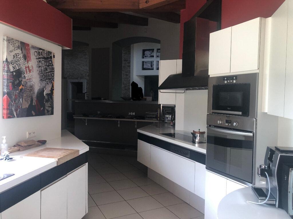 Maison à louer 5 293.55m2 à Saint-Chamas vignette-13