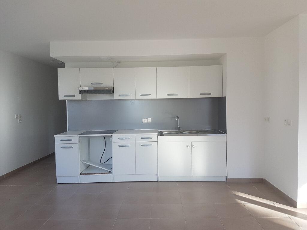 Appartement à louer 3 72.6m2 à Miramas vignette-1