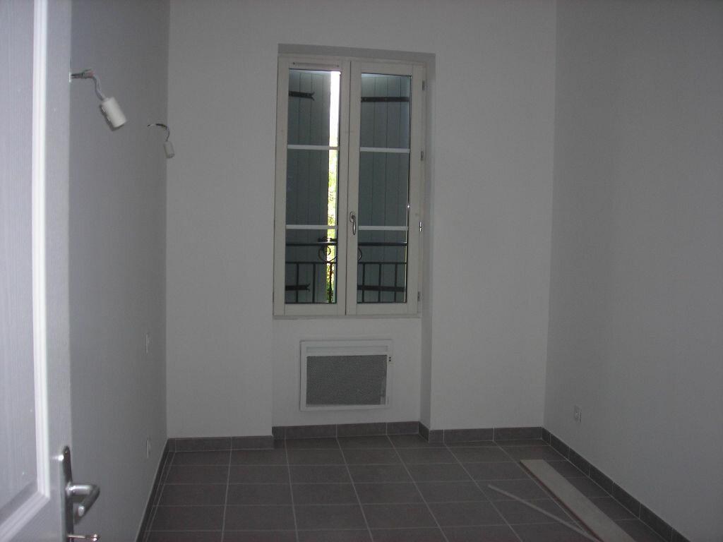 Appartement à louer 4 70m2 à Lambesc vignette-2