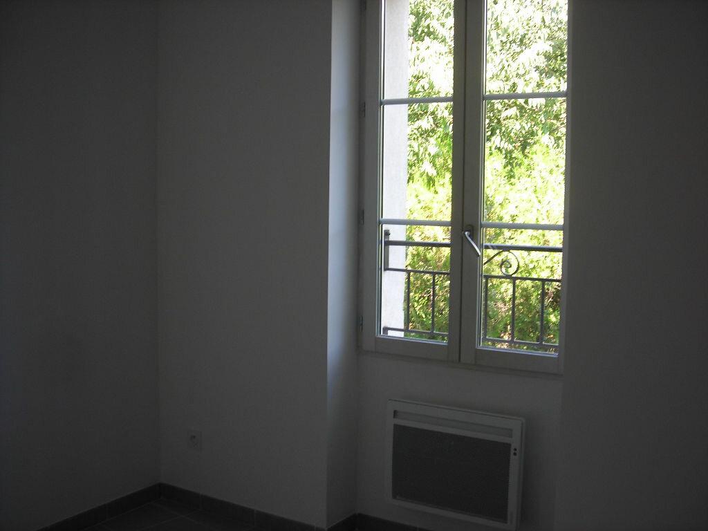 Appartement à louer 4 70m2 à Lambesc vignette-3