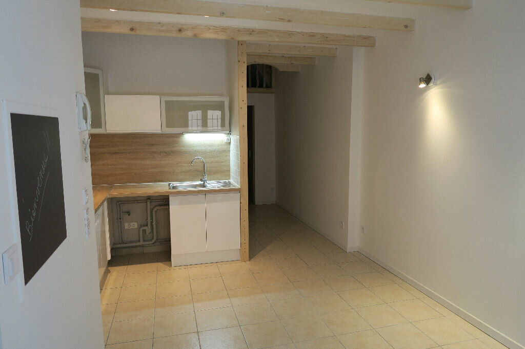 Appartement à louer 2 38m2 à Lambesc vignette-1