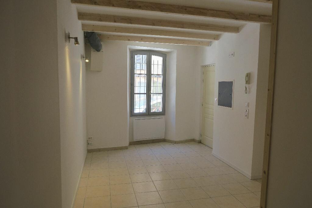 Appartement à louer 2 38m2 à Lambesc vignette-2