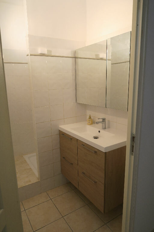 Appartement à louer 2 38m2 à Lambesc vignette-6