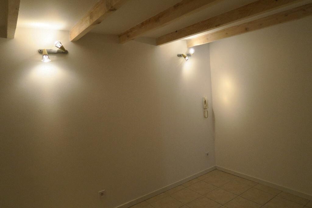 Appartement à louer 2 38m2 à Lambesc vignette-8