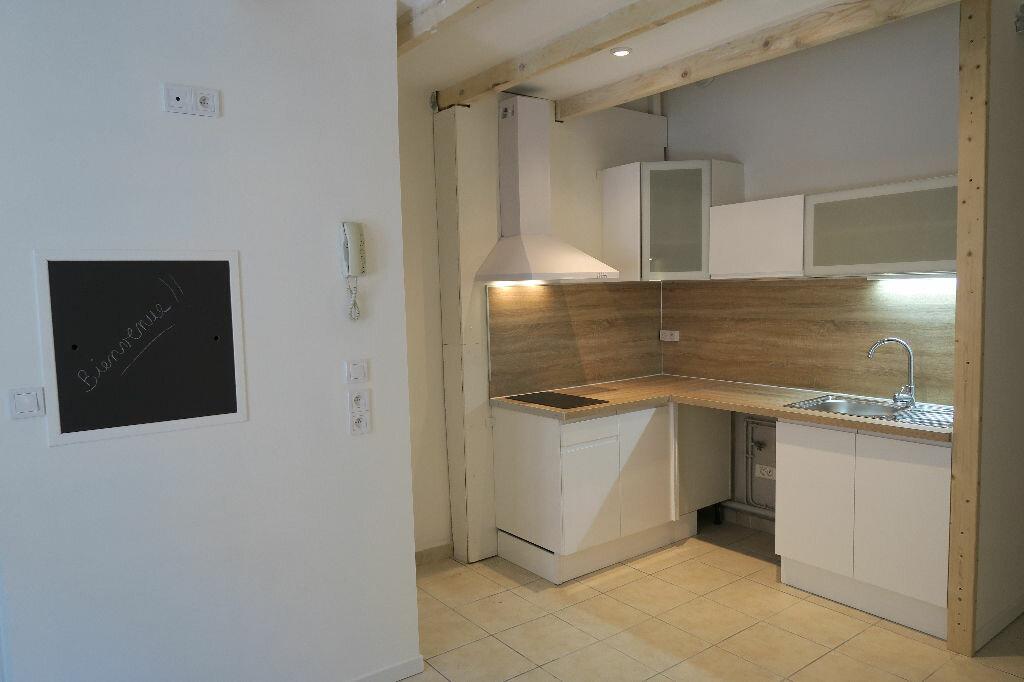 Appartement à louer 2 38m2 à Lambesc vignette-10