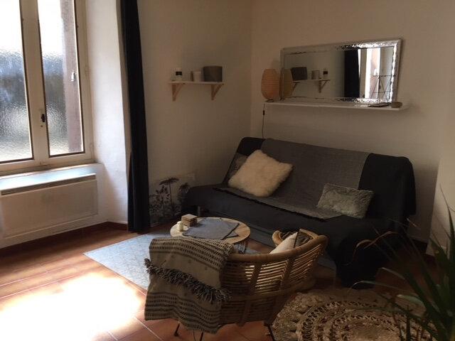Appartement à louer 1 27m2 à Lambesc vignette-1
