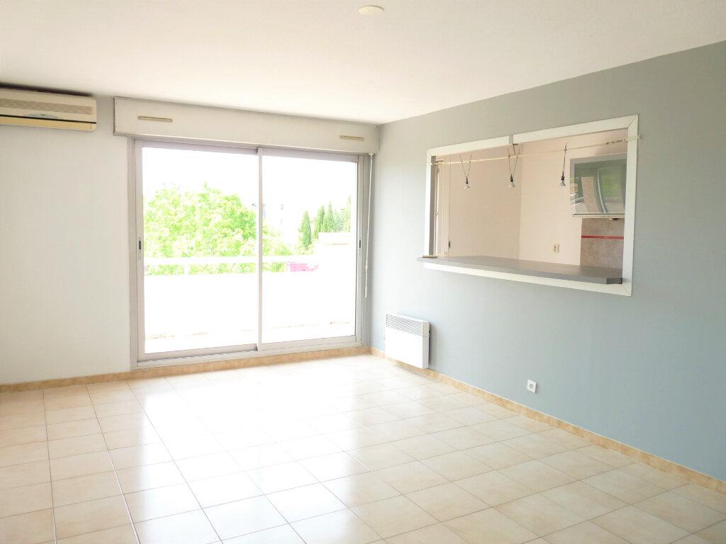 Appartement à louer 3 69.3m2 à Marignane vignette-1