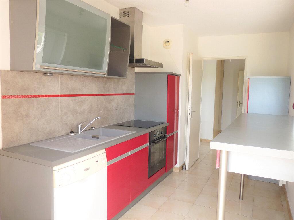 Appartement à louer 3 69.3m2 à Marignane vignette-2
