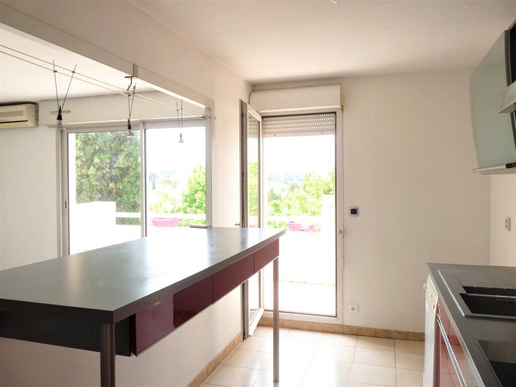 Appartement à louer 3 69.3m2 à Marignane vignette-3