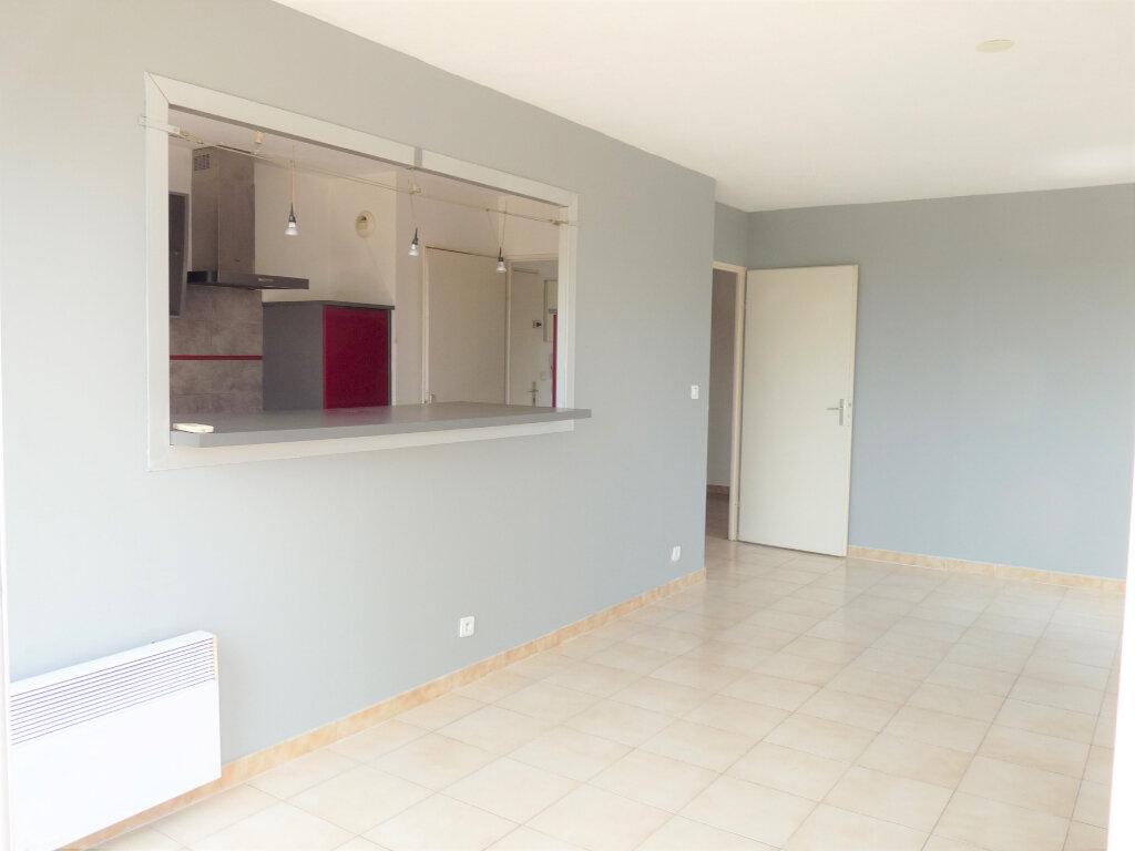 Appartement à louer 3 69.3m2 à Marignane vignette-4