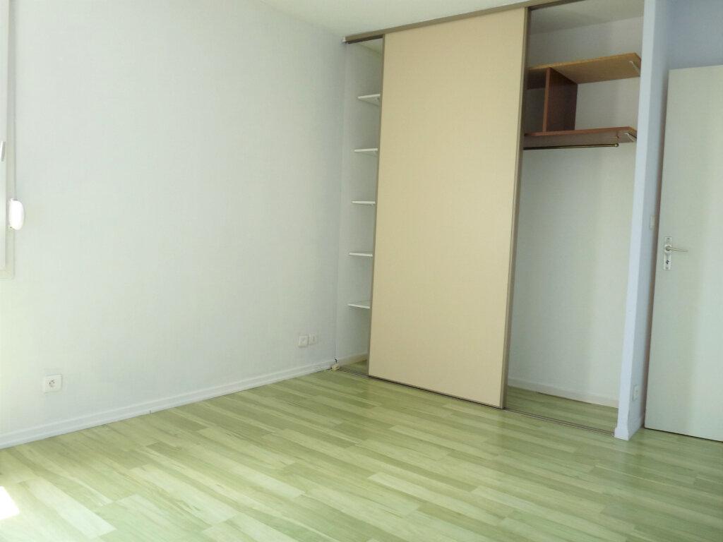 Appartement à louer 3 69.3m2 à Marignane vignette-6