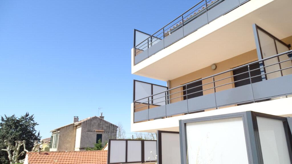 Appartement à louer 3 59.6m2 à Marseille 8 vignette-1