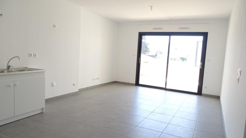 Appartement à louer 3 59.6m2 à Marseille 8 vignette-2