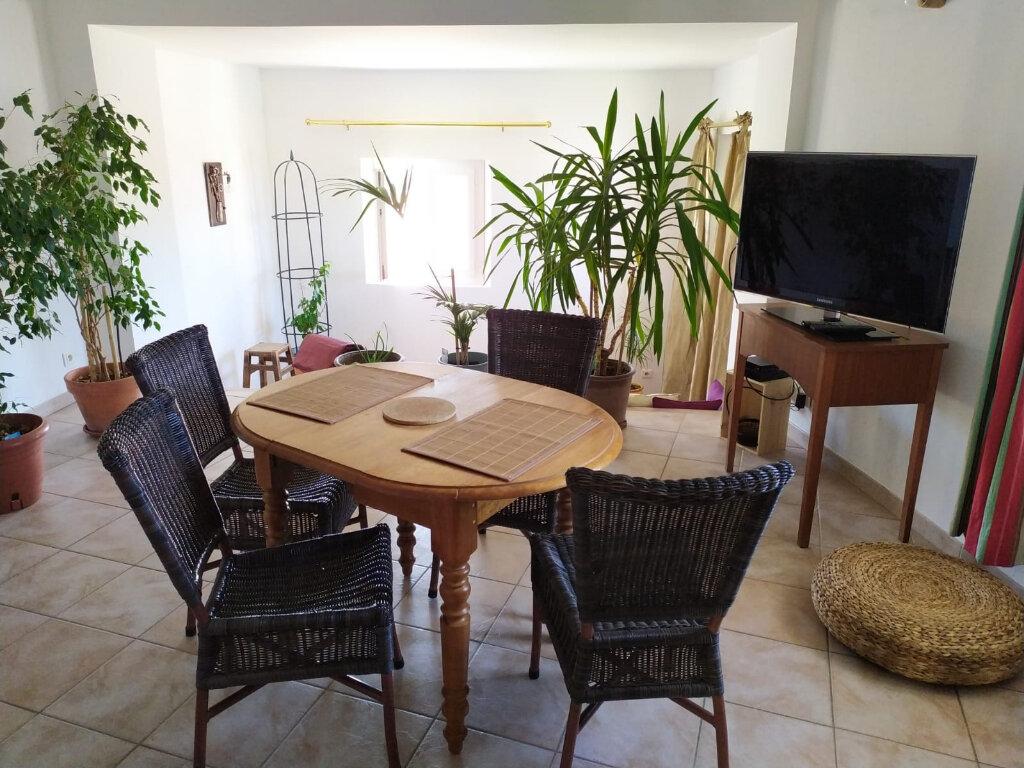 Appartement à louer 3 87m2 à Lambesc vignette-1
