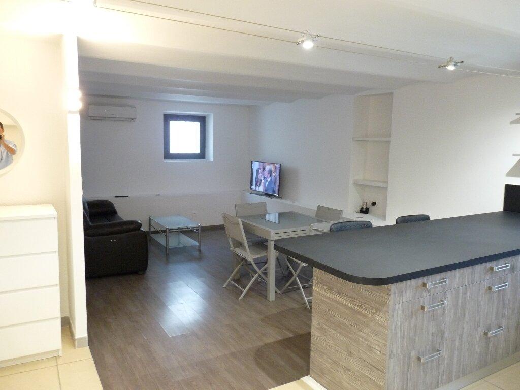 Appartement à louer 2 70m2 à Les Pennes-Mirabeau vignette-1