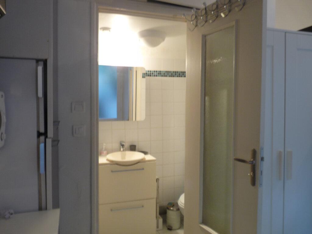Appartement à louer 1 19m2 à Marseille 8 vignette-2