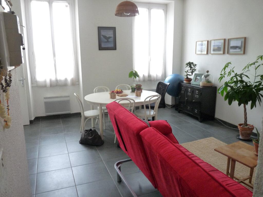 Appartement à louer 2 47m2 à Marseille 8 vignette-1