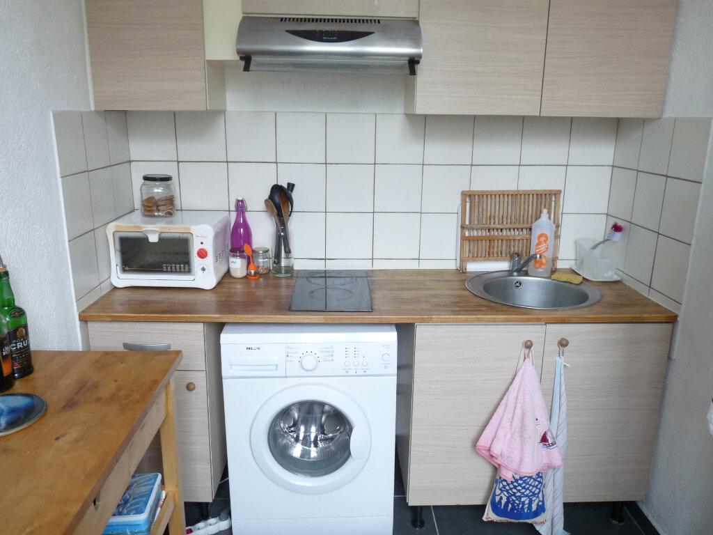 Appartement à louer 2 47m2 à Marseille 8 vignette-4