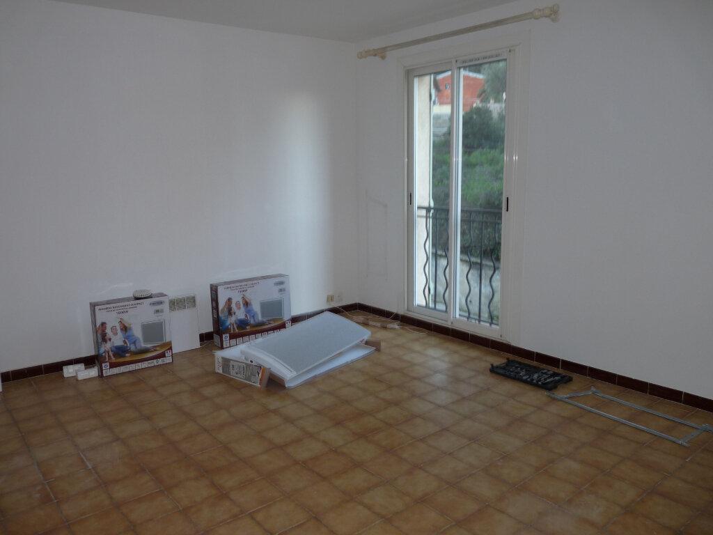 Appartement à louer 4 65.96m2 à Septèmes-les-Vallons vignette-1