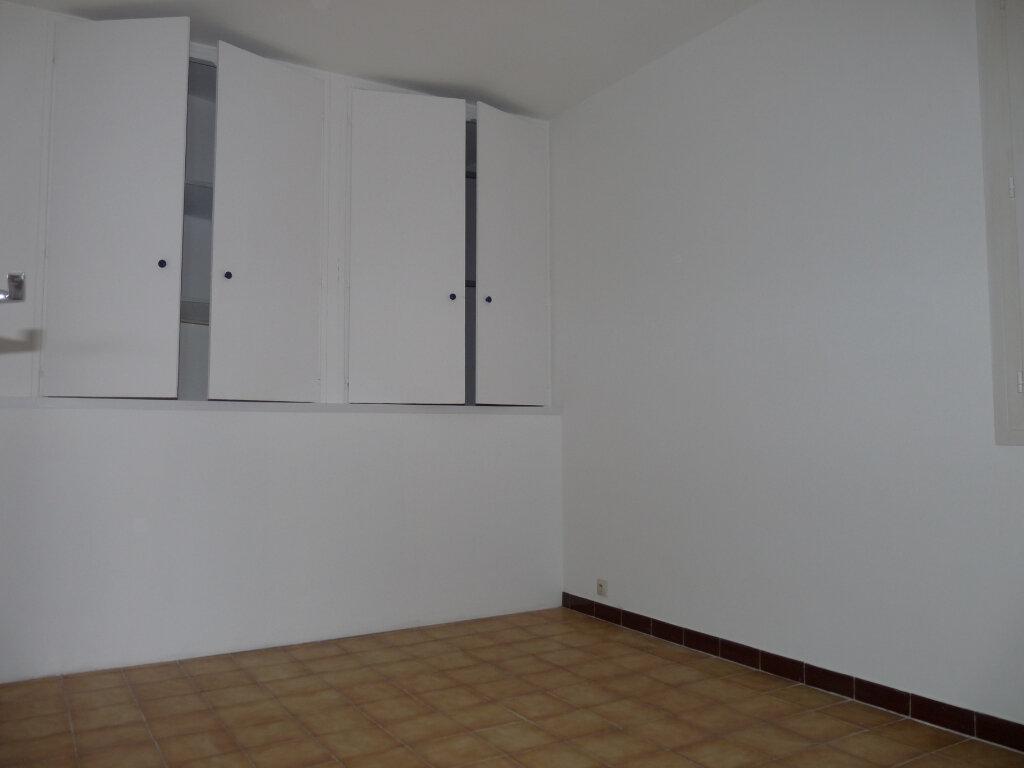 Appartement à louer 4 65.96m2 à Septèmes-les-Vallons vignette-2