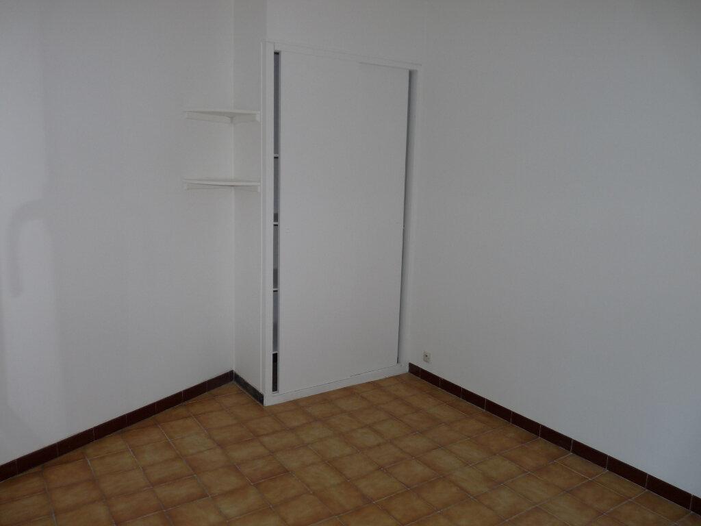 Appartement à louer 4 65.96m2 à Septèmes-les-Vallons vignette-3