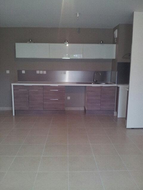 Appartement à louer 3 60.71m2 à Venelles vignette-2