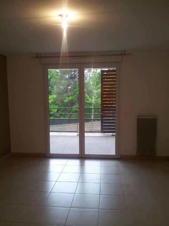 Appartement à louer 3 60.71m2 à Venelles vignette-3