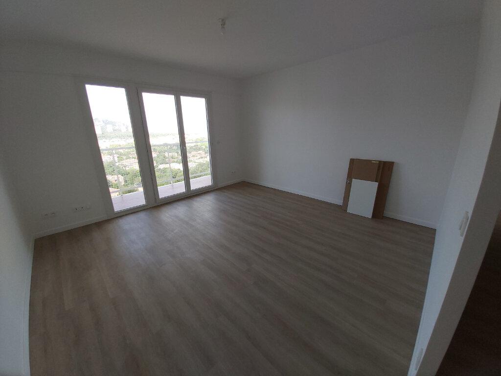 Appartement à louer 4 69.02m2 à Marseille 9 vignette-4