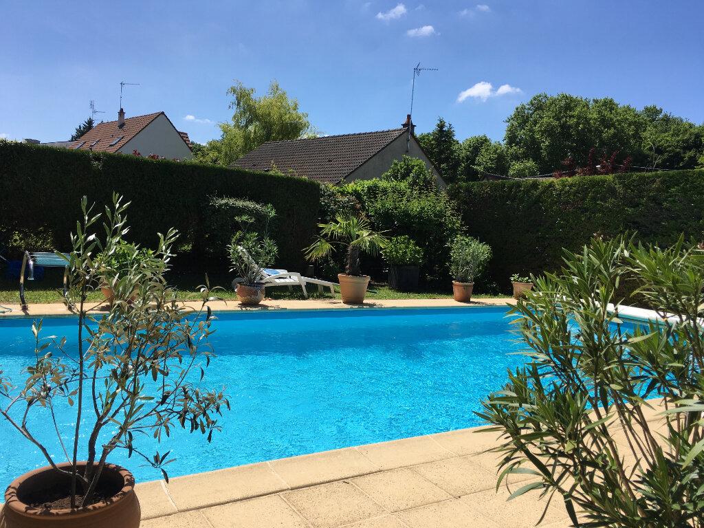 Maison à vendre 8 205m2 à Chambray-lès-Tours vignette-1