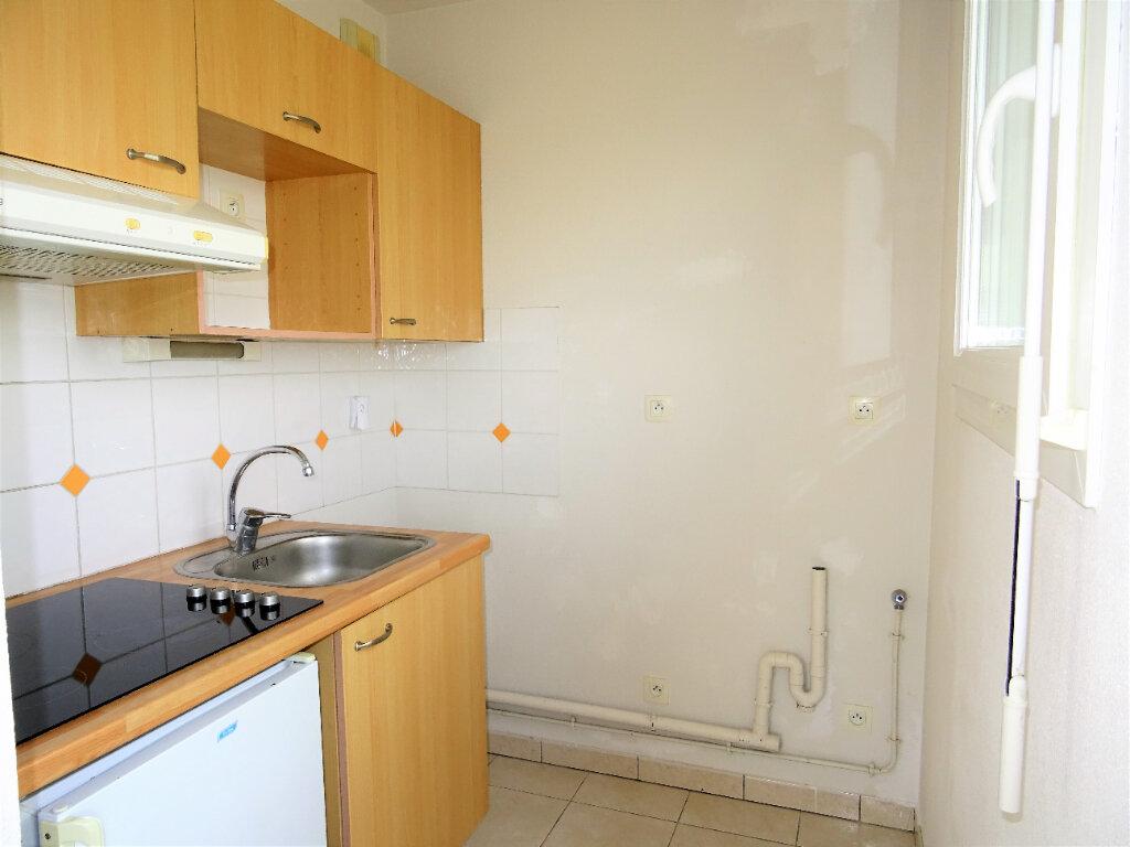 Appartement à louer 2 34m2 à Alençon vignette-4