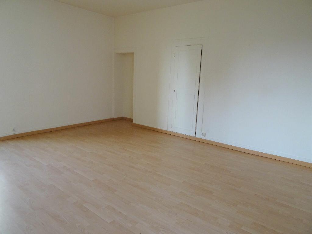 Appartement à louer 3 59m2 à Nogent-le-Rotrou vignette-2