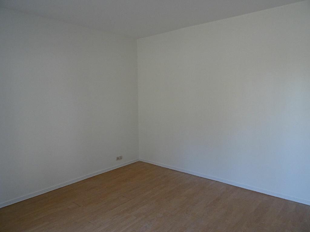 Maison à louer 6 138.5m2 à Nogent-le-Rotrou vignette-15